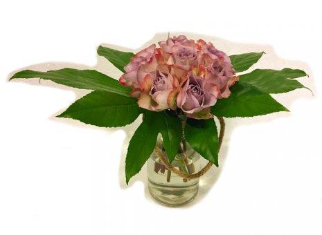 Boeket 'bolvorm roze roosjes'