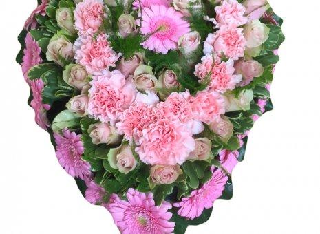 Rouwarrangement 'Rose' (hartvorm)